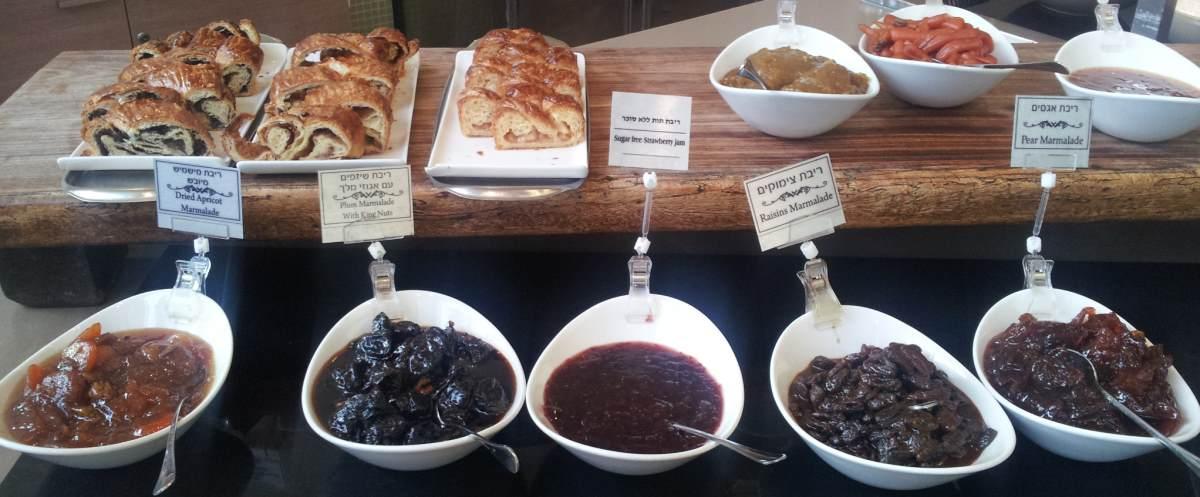 ריבות, עוגות שמרים ארוחת בוקר מלון דן פנורמה אילת