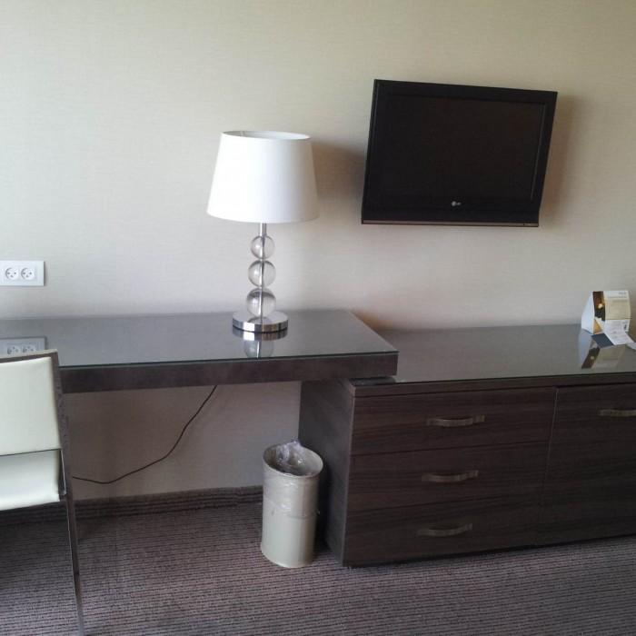 טלוויזיה, שולחן כתיבה מלון דן פנורמה אילת