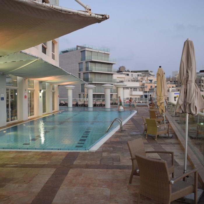 הבריכה החיצונית מלון דן תל אביב