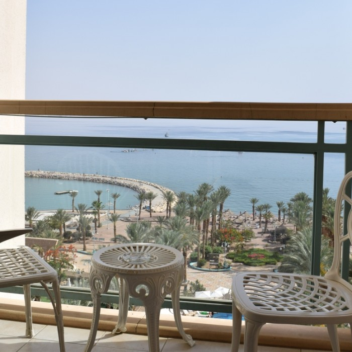 המרפסת והנוף מהחדר מלון הרודס פאלאס אילת
