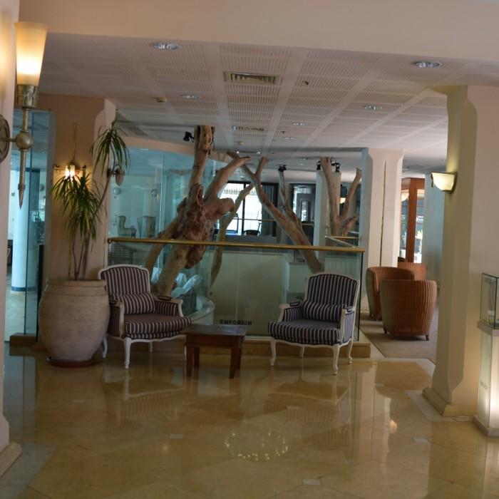 פינת ישיבה במלון מלון הרודס ויטאליס אילת
