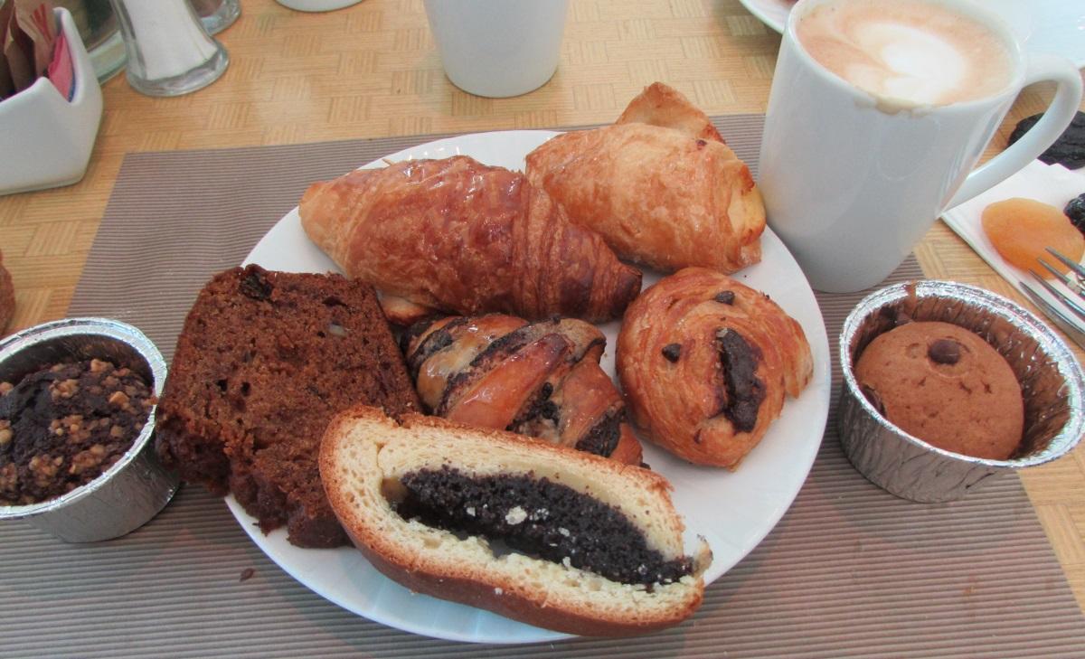 קינוחים ומאפים ארוחת בוקר מלון הילטון אילת