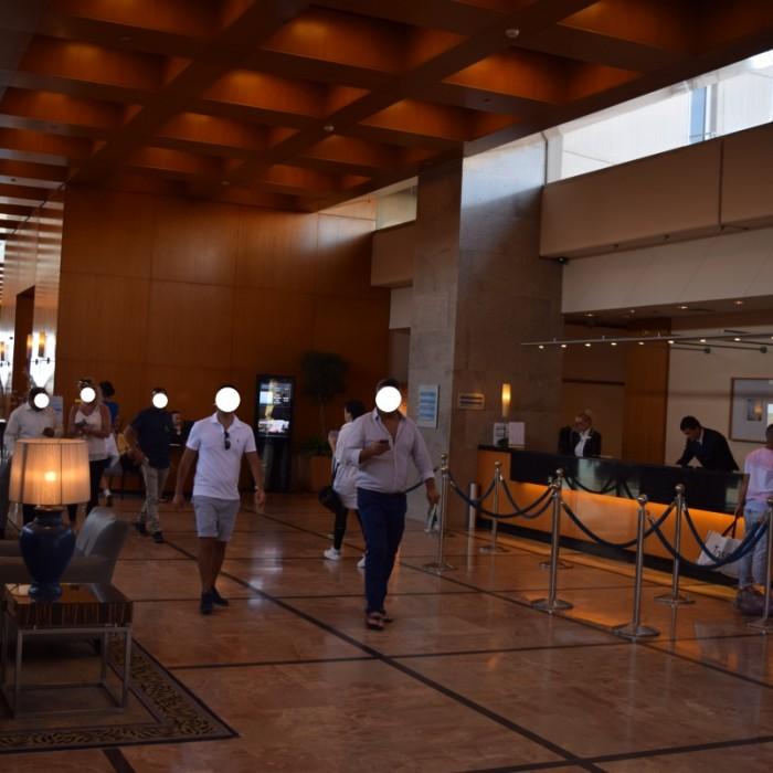 הקבלה והכניסה למלון מלון הילטון תל אביב