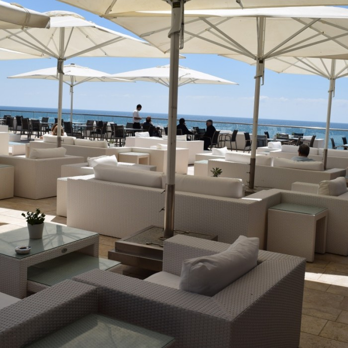ביום שטח ישיבה חיצוני מלון הילטון תל אביב