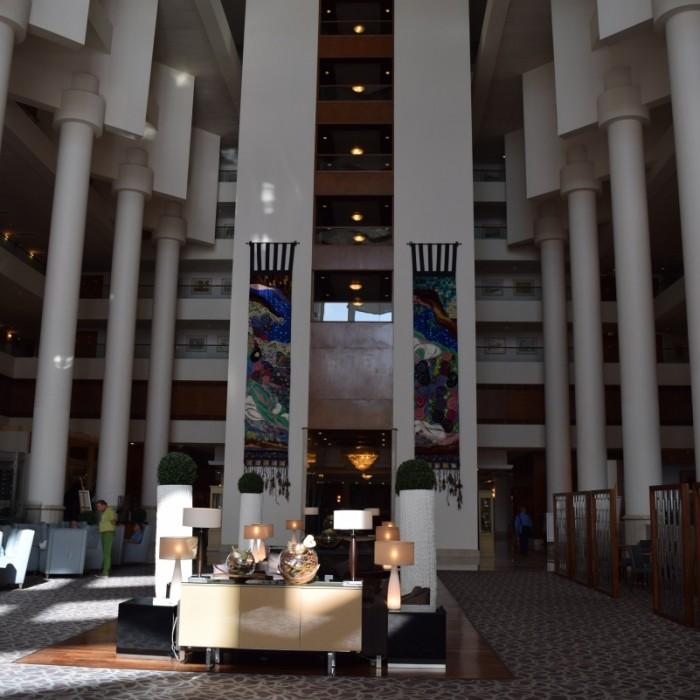 הלובי ביום מלון דיוויד אינטרקונטיננטל תל אביב