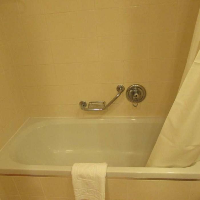 חדר האמבטיה מלון אגמים אילת