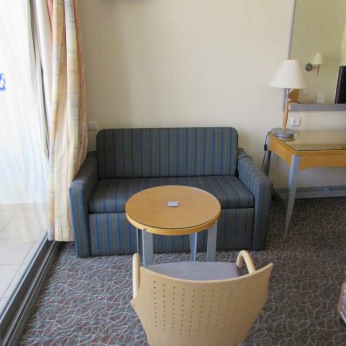 פינת ישיבה החדר מלון אגמים אילת