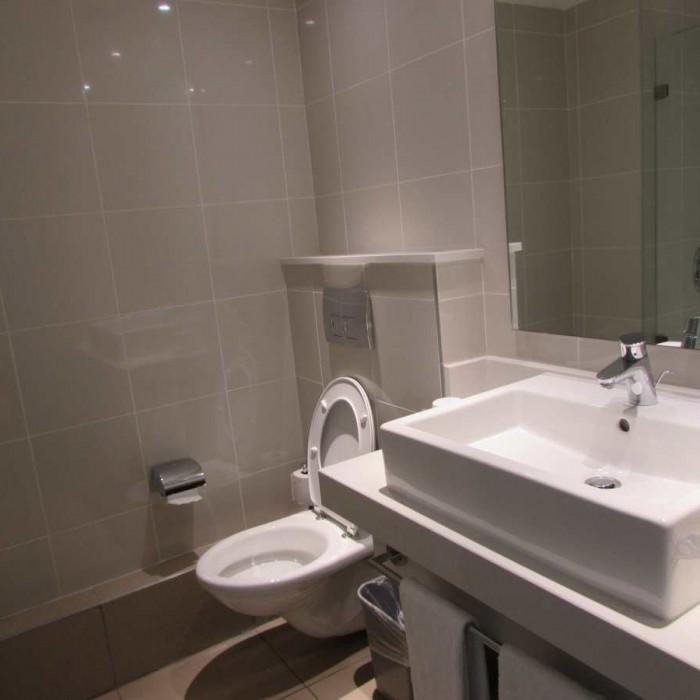 חדר האמבטיה החדר מלון ישרוטל לגונה אילת