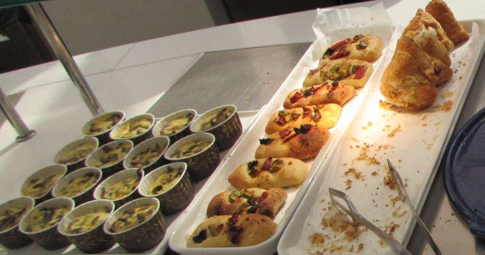 פיצה, בורקס ארוחת בוקר מלון ישרוטל ים סוף אילת