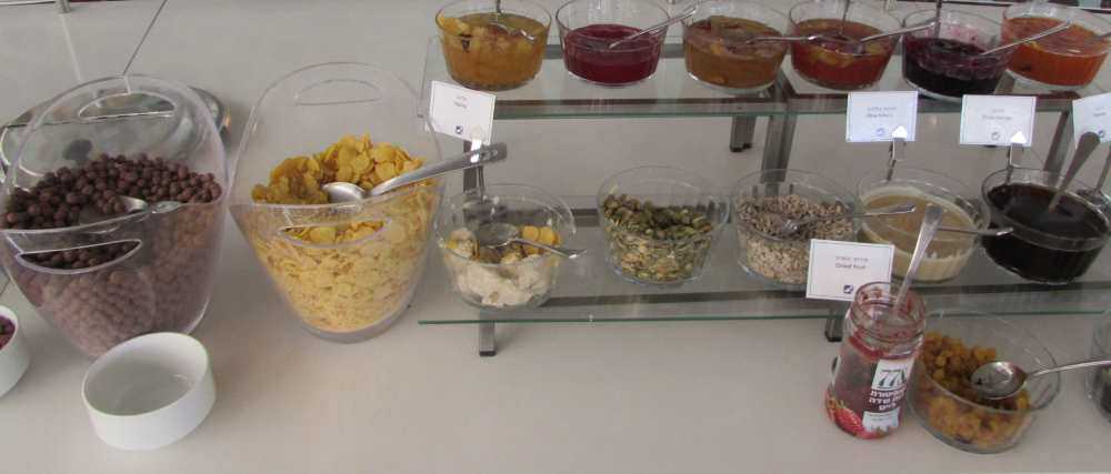 קורנפלקס, פירות יבשים, ממרחים ארוחת בוקר מלון ישרוטל ים סוף אילת