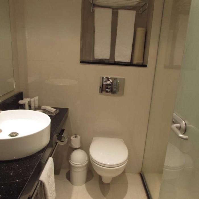 חדר המקלחת החדר מלון ישרוטל ים סוף אילת