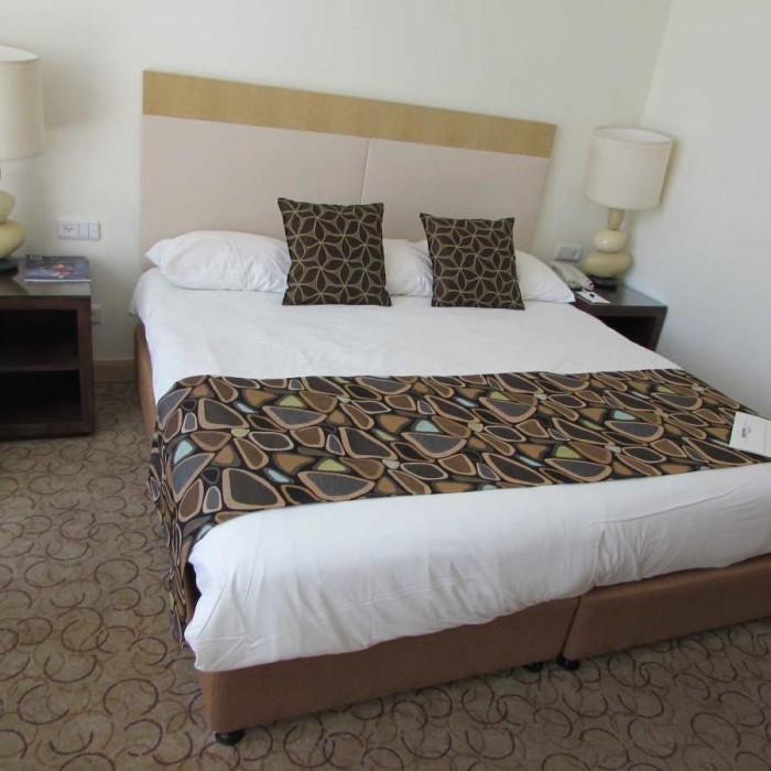 המיטה החדר מלון ישרוטל ים סוף אילת