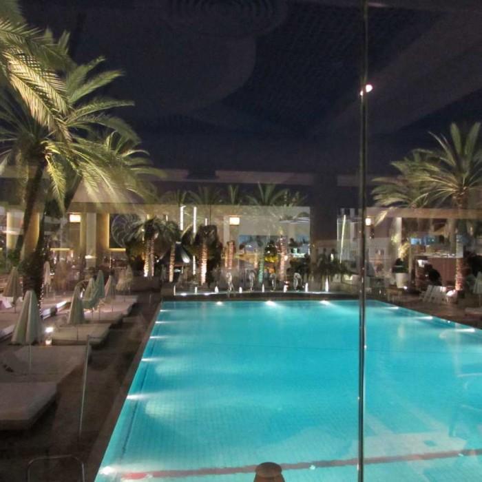 הבריכה בלילה מלון ישרוטל ים סוף אילת