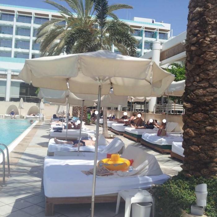 מקומות ישיבה בבריכה מלון ישרוטל ים סוף אילת