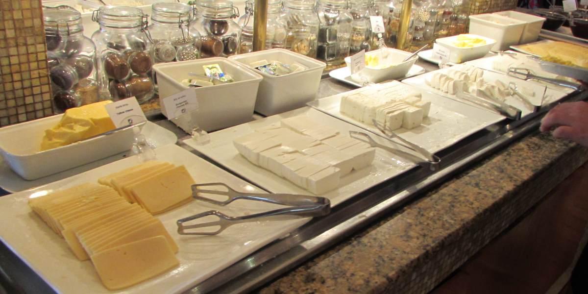 גבינות ארוחת בוקר מלון המלך שלמה אילת