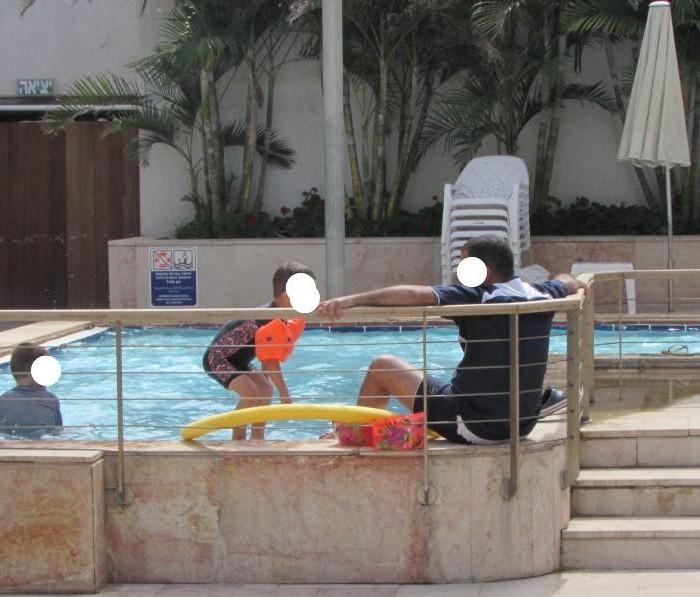 בריכת הפעוטות לא במרחק עיין מהבריכה הראשית מלון המלך שלמה אילת