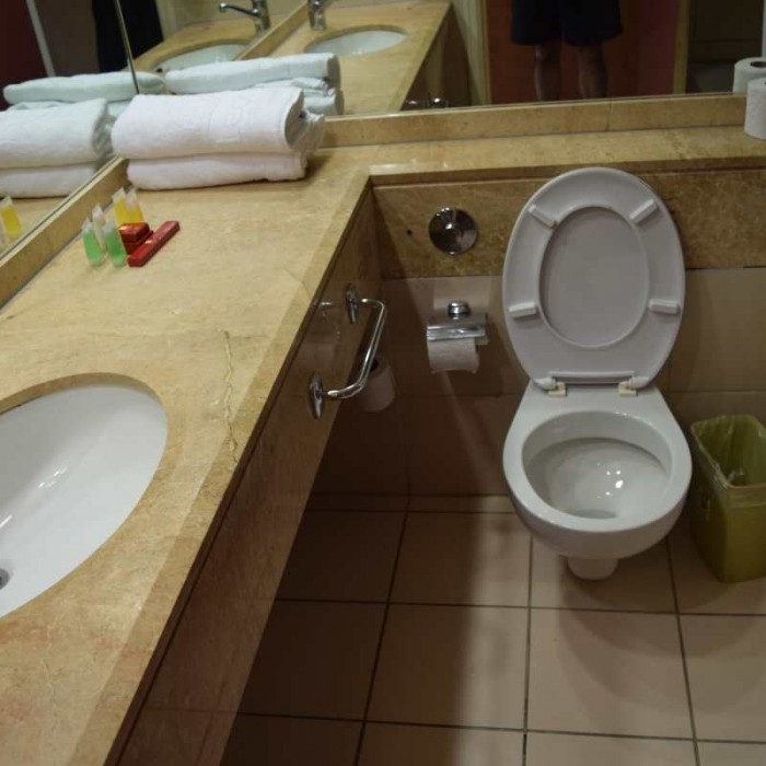 חדר האמבטיה החדר מלון לאונרדו קלאב אילת