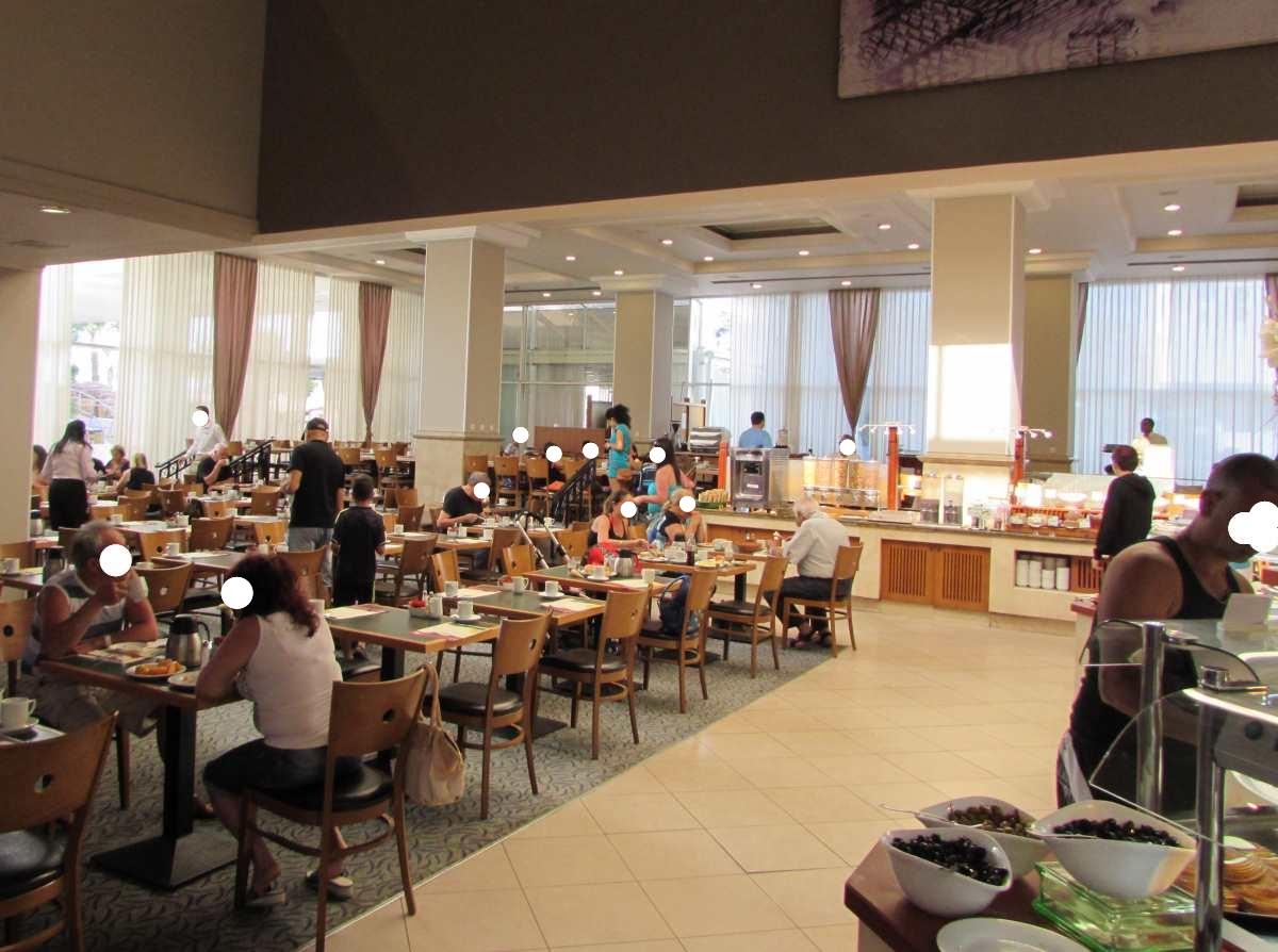 חדר האוכל ארוחת בוקר מלון לאונרדו פלאזה אילת