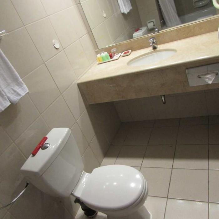 חדר אמבטיה החדר מלון לאונרדו פלאזה אילת