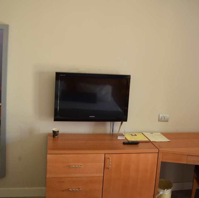 טלוויזיה ושולחן מלון לאונרדו פריוילג' אילת