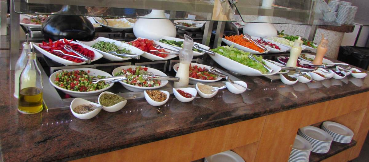 סלטים ארוחת בוקר מלון לאונרדו רויאל ריזורט אילת