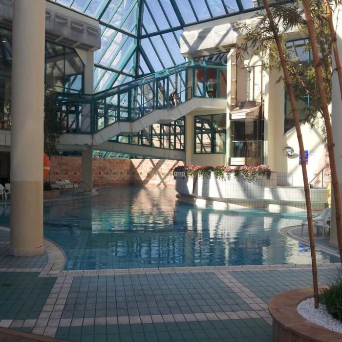בריכה פנימית מלון מג'יק סאנרייז קלאב אילת