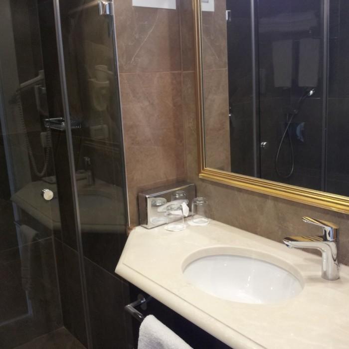 חדר האמבטיה החדר מלון אורכידאה תל אביב