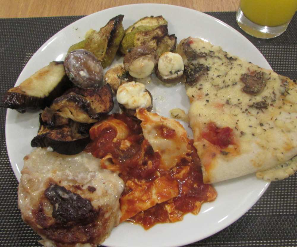 פיצה (לא טובה), פטריות, חצילים וקישואים מטוגנים (טובים) מלון אורכידאה הריף אילת