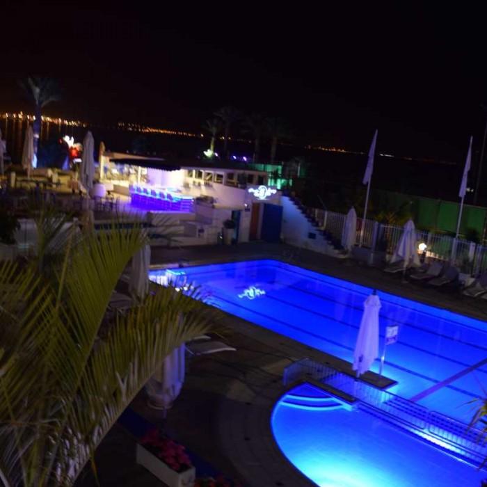 הבריכה בלילה אורכידאה הריף אילת