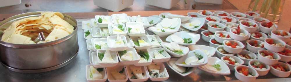 גבינות בהגשה מיוחדת ארוחת בוקר מלון רימונים אילת