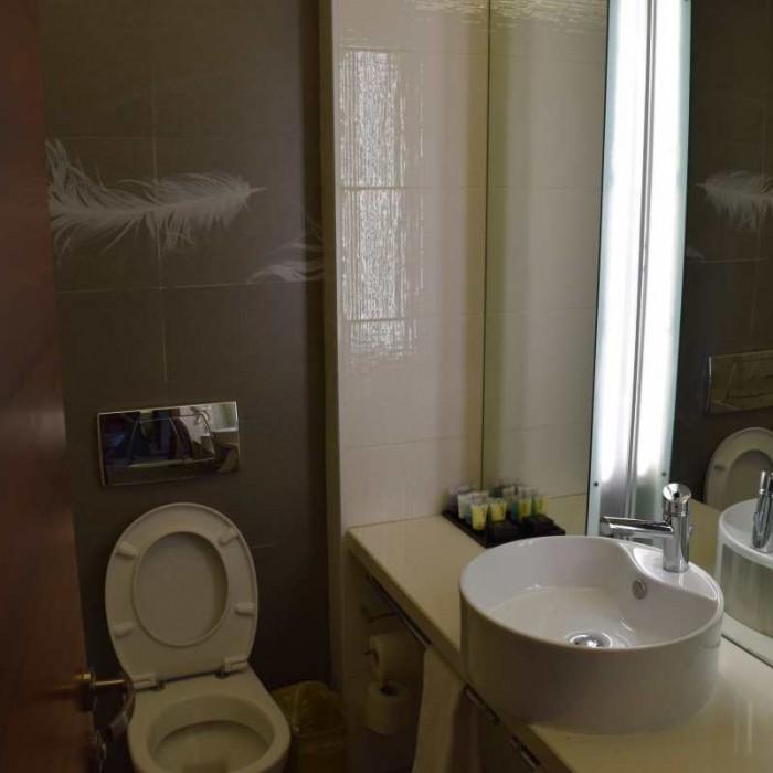 חדר האמבטיה החדר מלון רימונים אילת