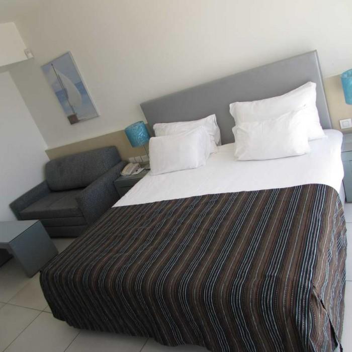 המיטה החדר מלון רימונים אילת