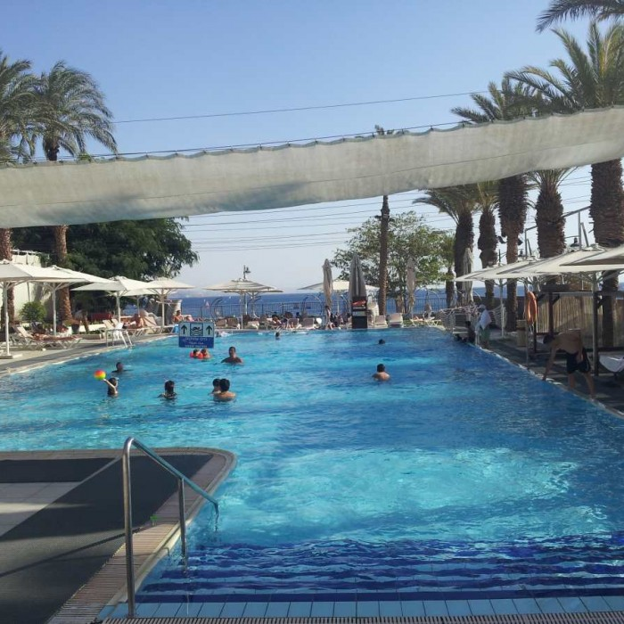 הבריכה מלון רימונים אילת