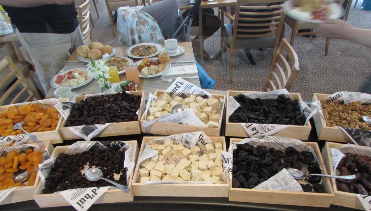 פירות יבשים ארוחת בוקר מלון רויאל ביץ אילת