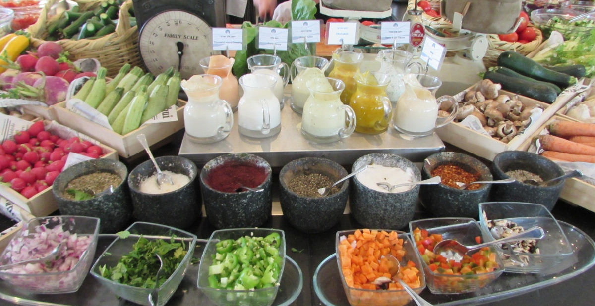 סלט ירוק חתוך במקום ארוחת בוקר מלון רויאל ביץ אילת