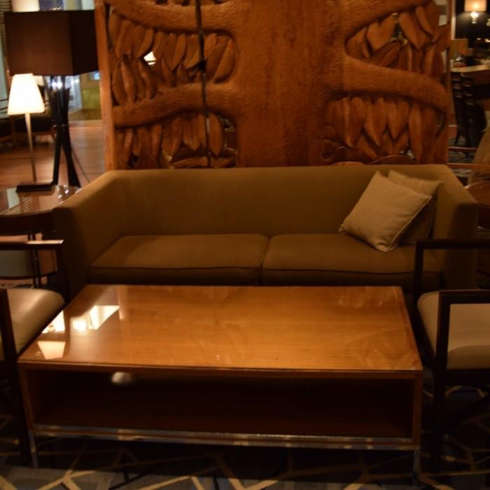 פינת ישיבה בלובי מלון רויאל ביץ אילת