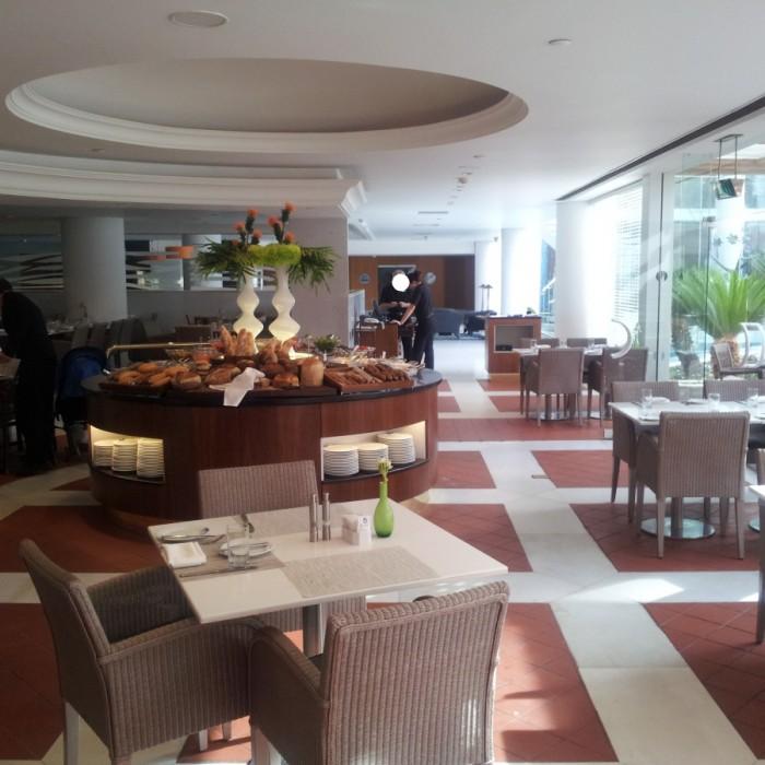 מסעדת בייבס מסעדה המיועדת לאורחי הסוויטות מלון רויאל ביץ אילת