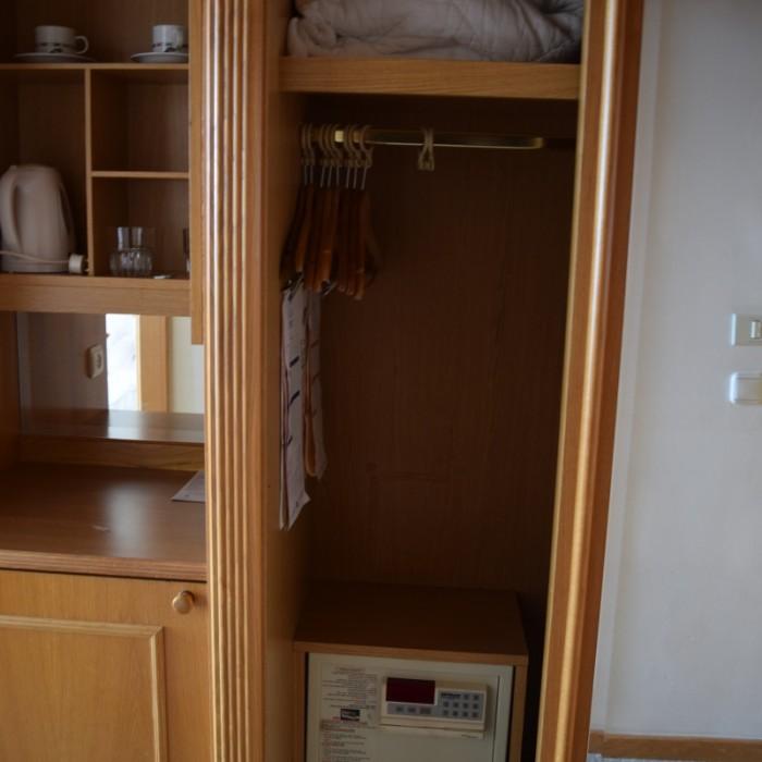 ארון, כספת, פינת קפה החדר מלון רויאל ביץ אילת