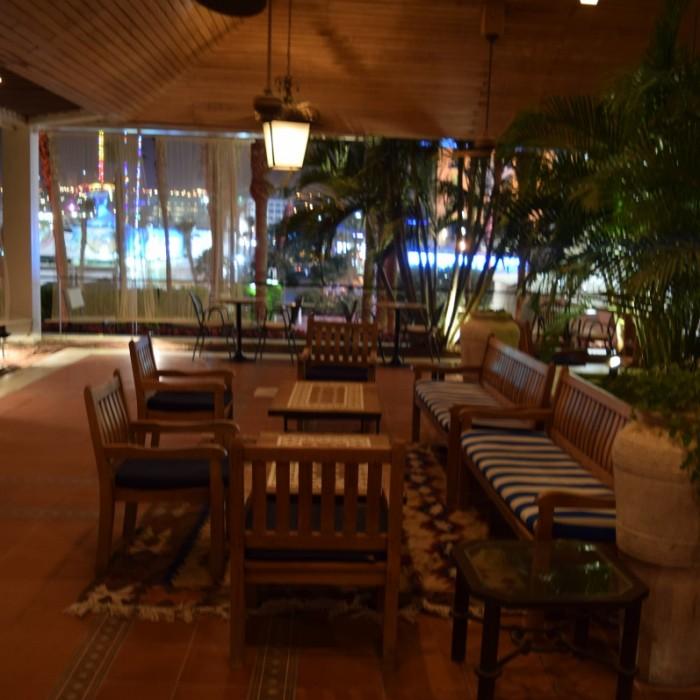 פינת ישיבה חיצונית מלון רויאל ביץ אילת