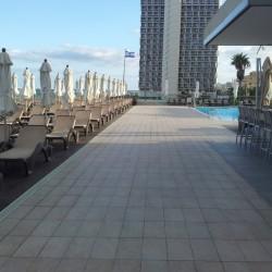 שטחי ישיבה מול הים מלון שרתון תל אביב