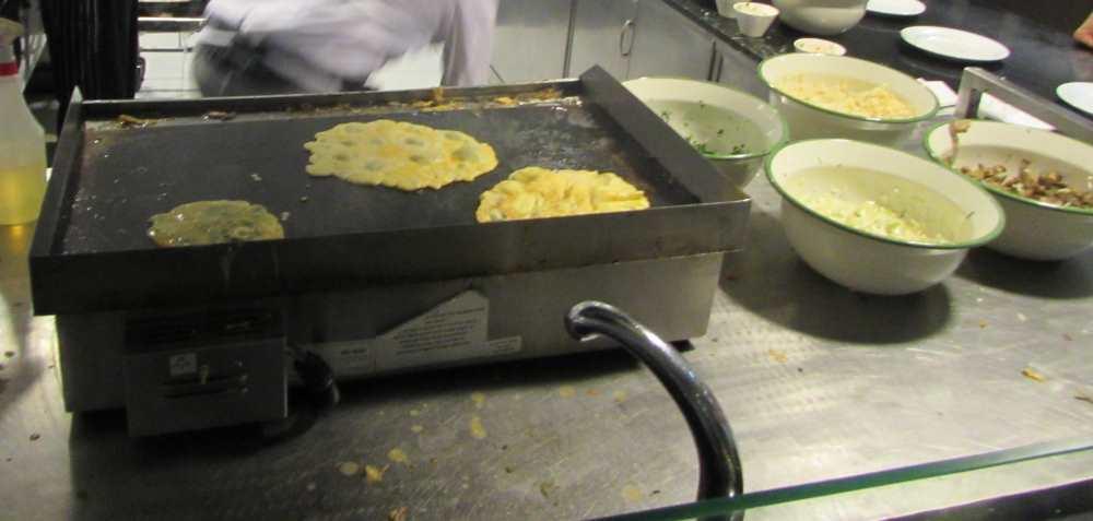 חביתה ארוחת בוקר מלון יו קורל ביץ אילת