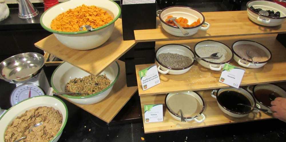 פינת בריאות; פירות יבשים ממרחים ארוחת בוקר מלון יו קורל ביץ אילת