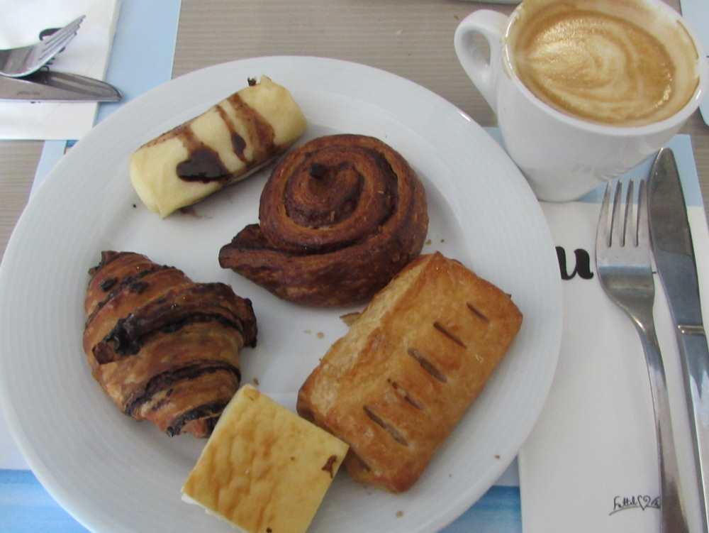קינוחים ארוחת בוקר מלון יו קורל ביץ אילת