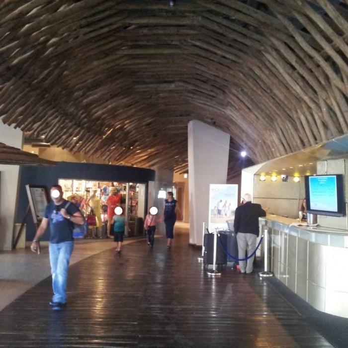 הכניסה והקבלה מלון יו קןרל ביץ אילת