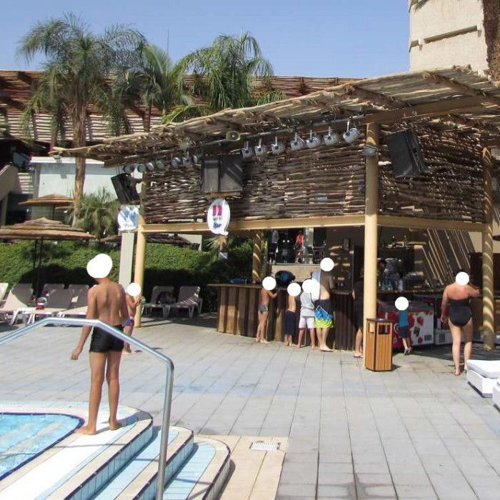 בר הבריכה מלון יו קןרל ביץ אילת