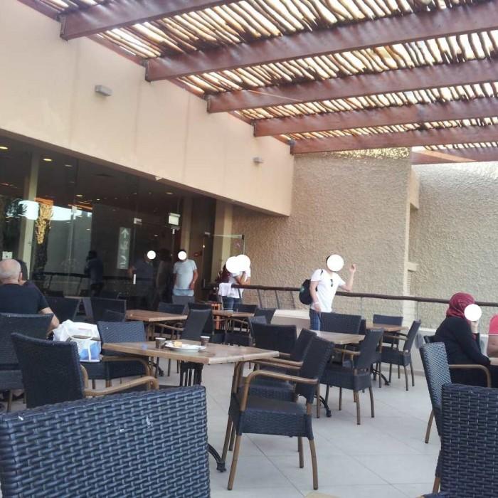 שטחי ישיבה חיצוניים מלון יו קןרל ביץ אילת