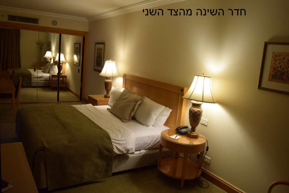 חדר השינה בסוויטה מלון יו סוויטס אילת