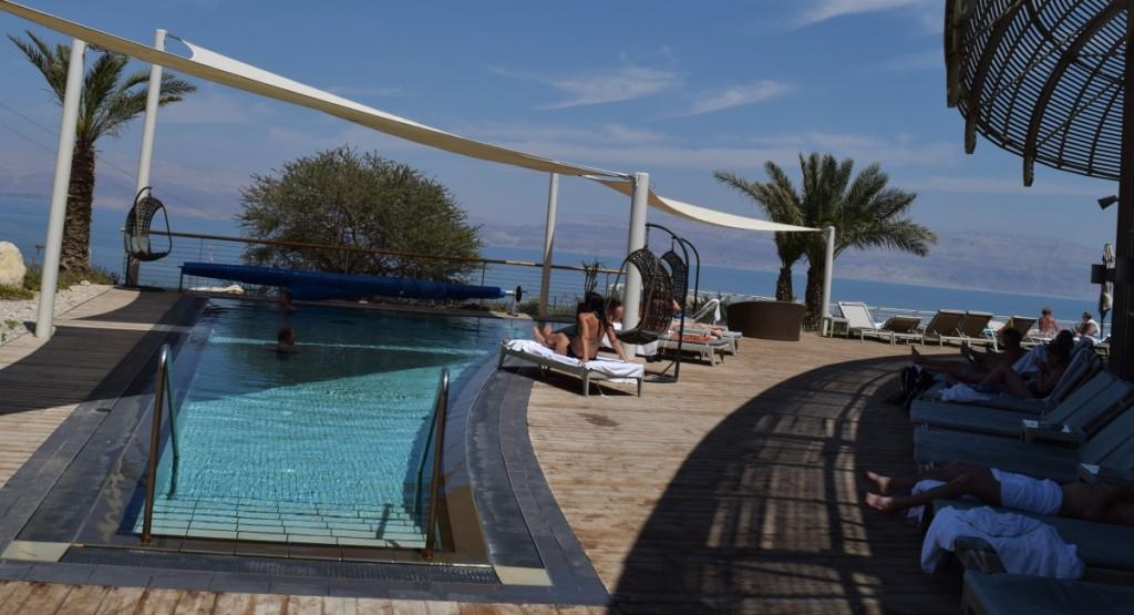 הבריכה החיצונית ספא סינרגיה מלון עין גדי