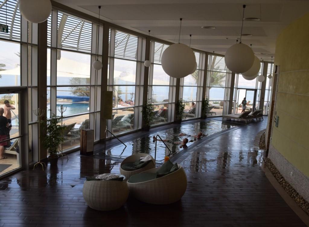 בריכת המלח והנוף החוצה ספא סינרגיה מלון עין גדי