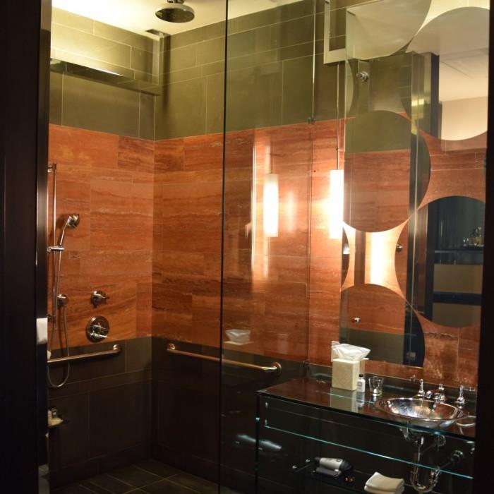 המקלחת - מודרנית ויפה מלון אנדז השדרה החמישית ניו יורק